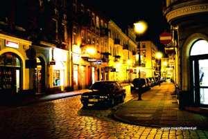 Kanonicka-Street-at-night-Kalisz