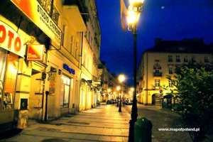 Main-Market-Square-at-night-Kalisz