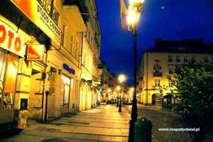 Main-Market-Square-at-night-Kalisz